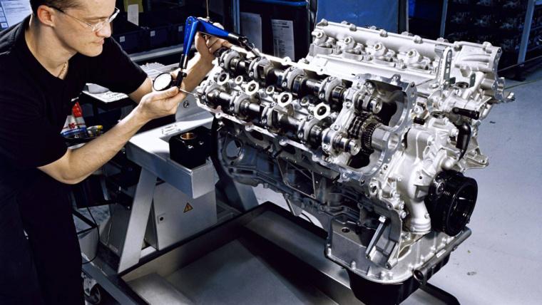 Ремонт двигателей работы выполняют сертифицированные механики